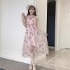 แม็กซี่เดรสสวยๆ ผ้าชีฟองเนื้อดีสีชมพู พิมพ์ลายดอกกุหลาบ และแต่งด้วยผ้ารูปดอกไม้สีชมพู