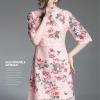 ชุดเดรสลูกไม้ สีชมพู เดรสผ้าลูกไม้เนื้อดีสีชมพูโอรส พิมพ์ลายดอกกุหลาบที่ตัวชุด แขนยาวสามส่วน