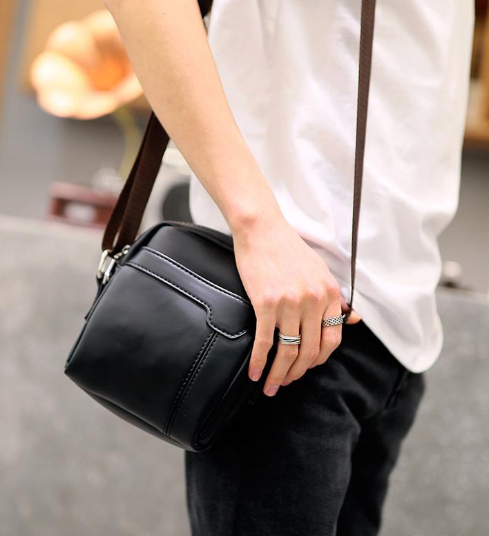 Pre-order กระเป๋าผู้ชายสะพายข้างใบเล็ก แฟชั่นเกาหลี รหัส Man-9839 สีดำ