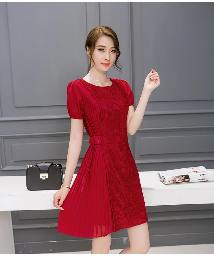 ชุดเดรสสวยๆ ตัวเสื้อผ้าลูกไม้เนื้อดี ยืดหยุ่นได้ สีแดง ดีไซน์เก๋มากๆ
