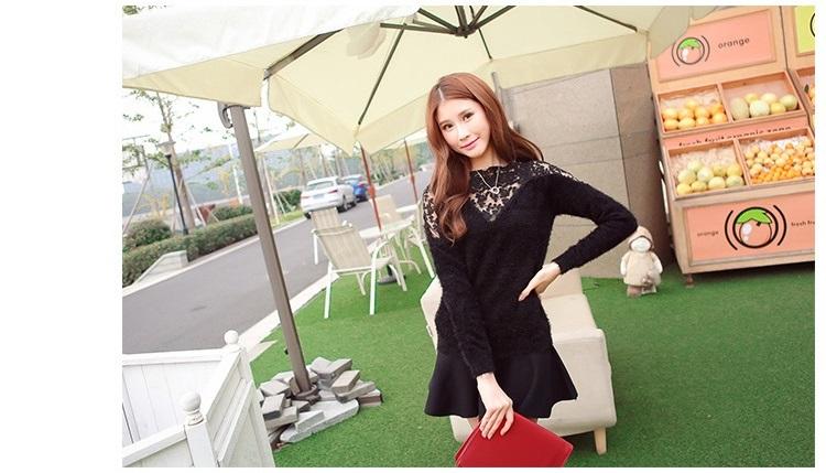 เสื้อไหมพรม ขนฟู สีดำ แขนยาว แฟชั่นเกาหลี คอเสื้อและไหล่แต่งด้วยผ้าลูกไม้ลายดอกไม้