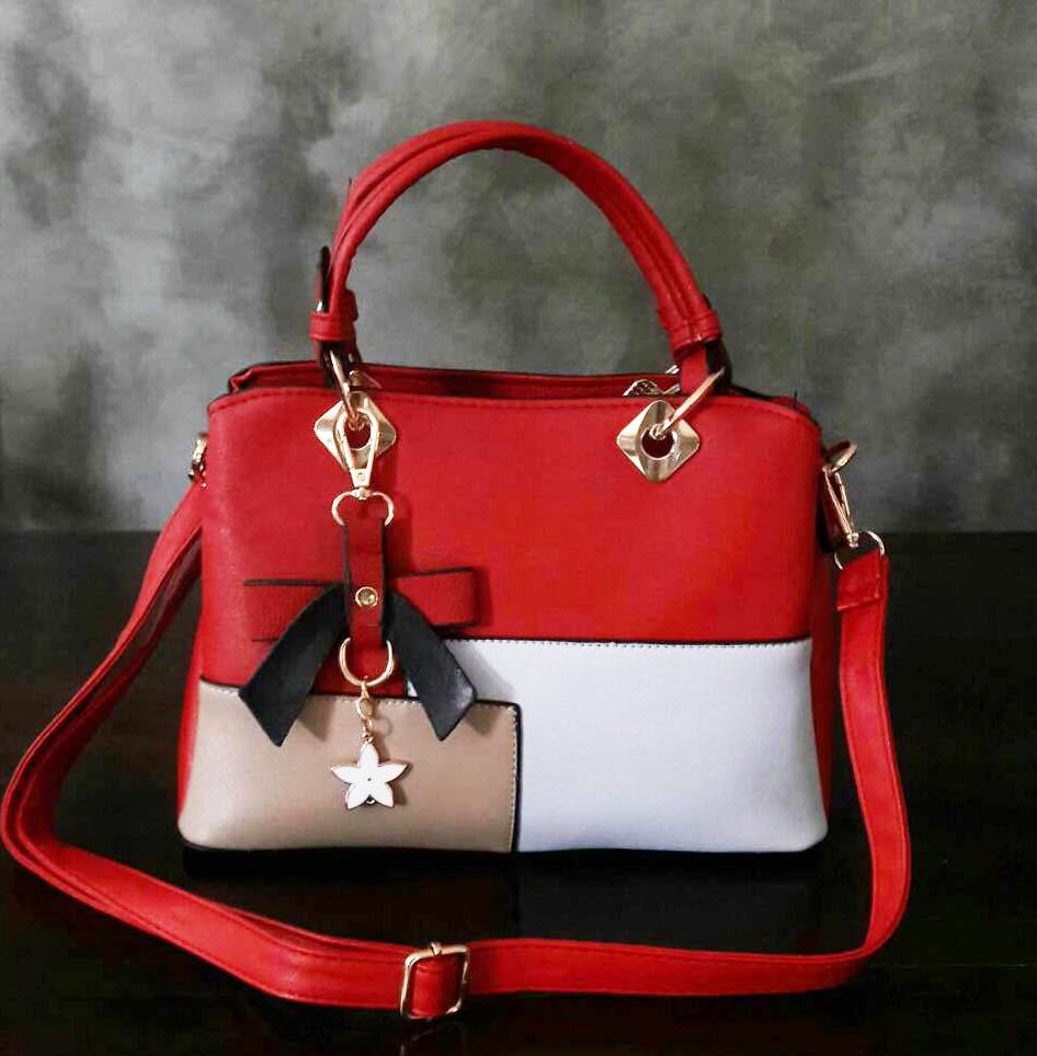พร้อมส่ง กระเป๋าผู้หญิงถือเย็บสลับสี กระเป๋าผู้ใหญ่ถือออกงานแต่งโบว์ห้อย เย็บสลับสี รหัสYi-4217 สีไวน์แดง 1 ใบ