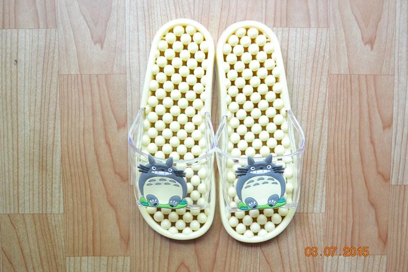 K011-YL **พร้อมส่ง** (ปลีก+ส่ง) รองเท้านวดสปา เพื่อสุขภาพ ปุ่มเล็ก ลายโตโรโร่ สีเหลืองอ่อน