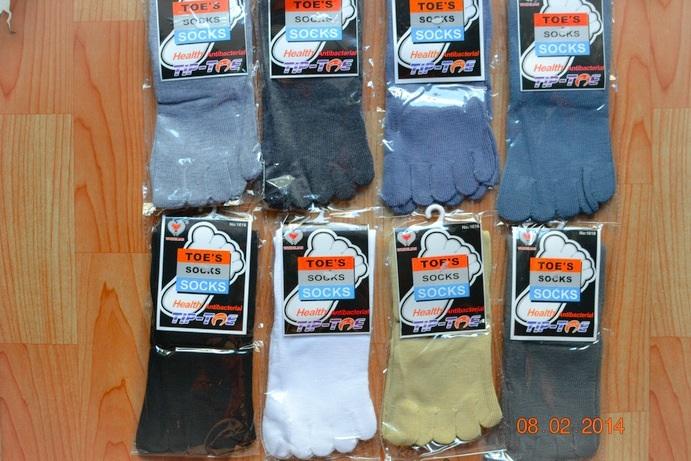 S020**พร้อมส่ง**(ปลีก+ส่ง) ถุงเท้า 5 นิ้ว สีพื้น มี 8 สี เนื้อดี งานนำเข้า (Made in China)