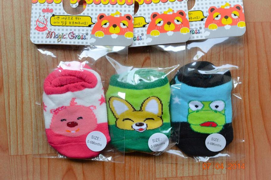 U029-1**พร้อมส่ง** (ปลีก+ส่ง) ถุงเท้าเด็กอ่อน วัย 0-6 เดือน ลายการ์ตูนน่ารัก พื้นมีกันลื่น เนื้อดี งานนำเข้า ( Made in China)