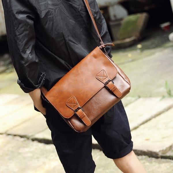 Pre-order ขายส่ง กระเป๋าหนังสะพายข้างผู้ชาย ใส่ Tab 10 นิ้ว Messenger bag แฟขั่นเกาหลี รหัส Man-302 สีน้ำตาลอ่อน