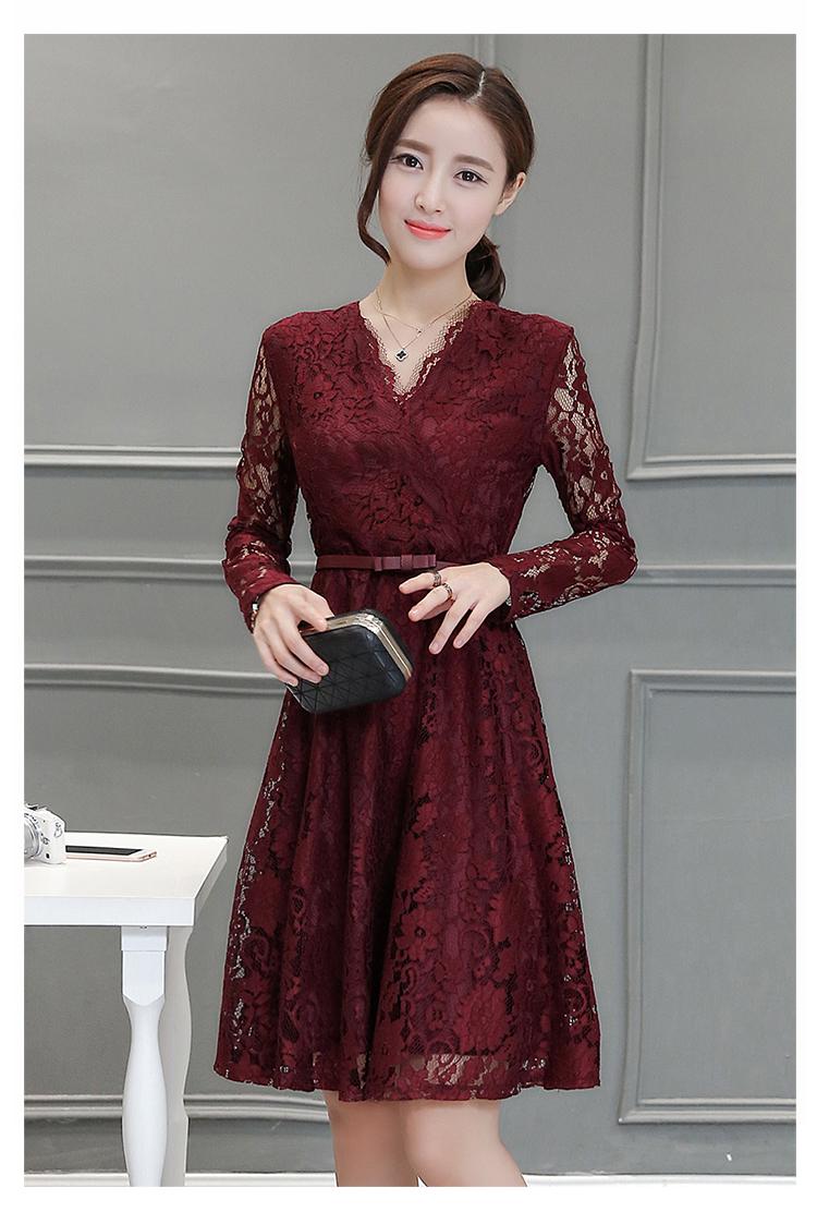 ชุดเดรสสวยๆ เดรสผ้าลูกไม้เนื้อดี สีแดงเลือดหมู แขนยาว คอวี