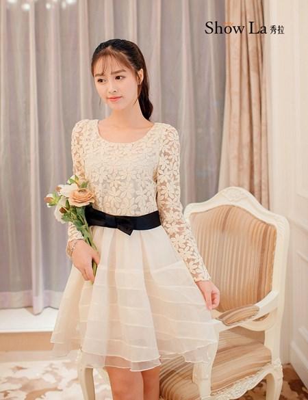 ชุดเดรส Prinstory ชุดเดรสเจ้าหญิง ตัวเสื้อด้านหน้า ผ้าไหมแก้วลายดอกไม้สีครีม กระโปรงผ้าไหมแก้วสีครีม(พร้อมส่ง)