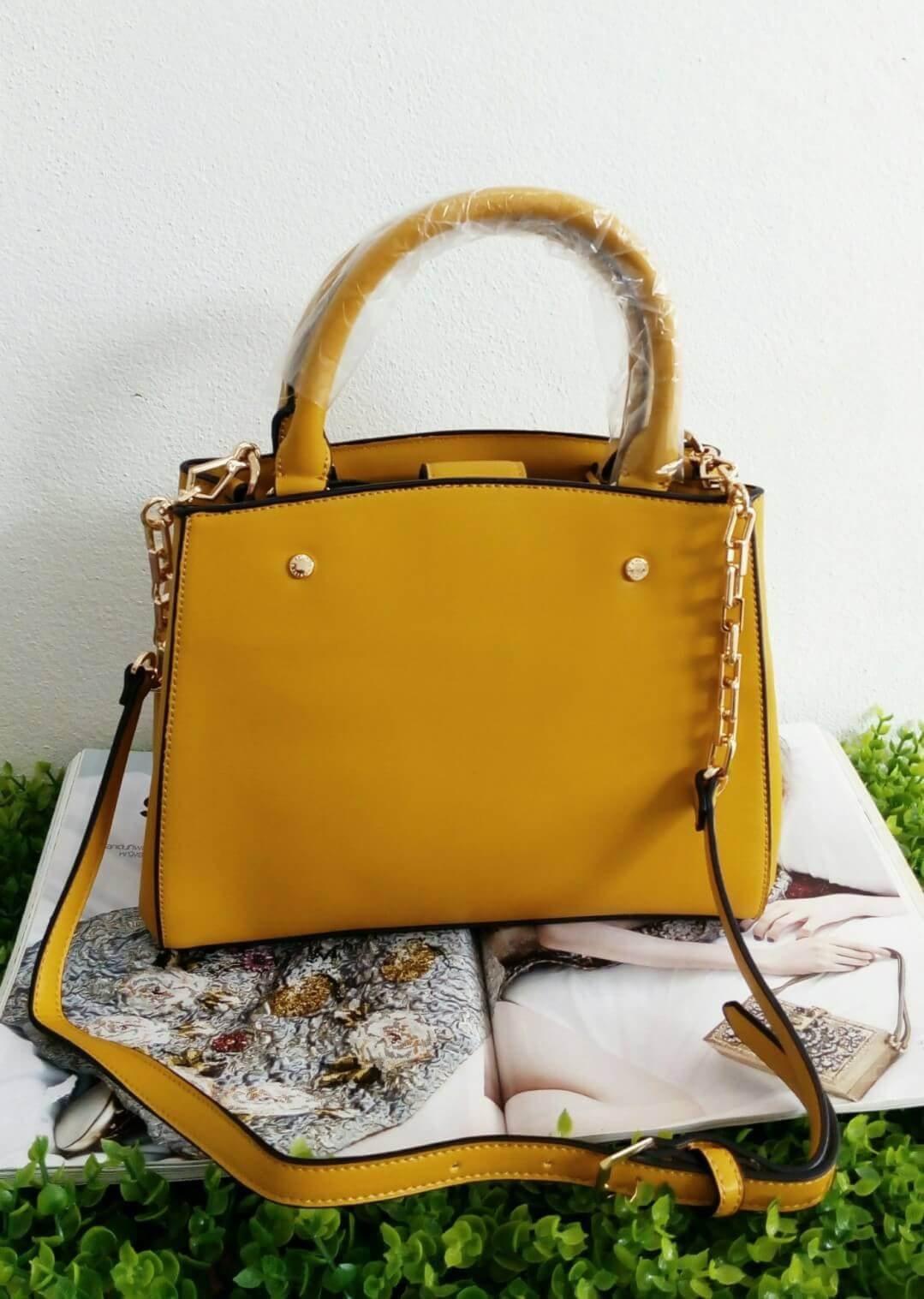 CHARLES & KEITH BAG กระเป๋าทรงแข็ง ตั้งทรงสวย หนังสวยมากๆ