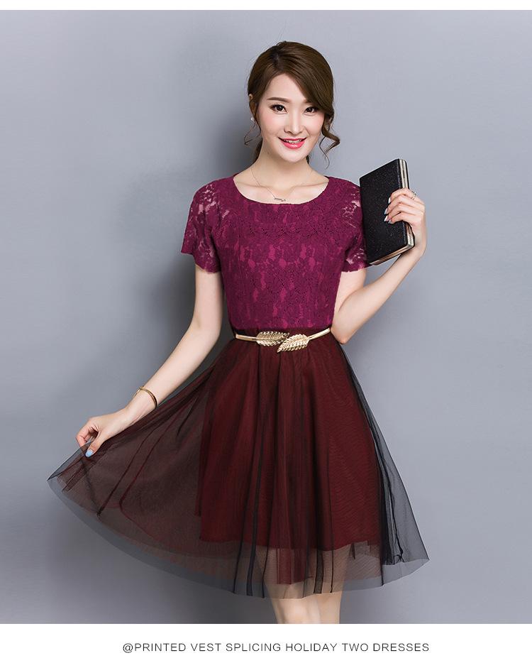 ชุดเดรสสวยๆ ตัวเสื้อผ้าลูกไม้เนื้อดี สีแดงเลือดหมู แขนสั้น