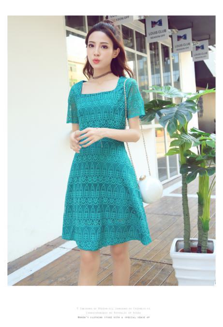 ชุดเดรสลูกไม้ ใส่ออกงานผ้าเนื้อดี เนื้อเงาสวยมากๆ สีเขียวมรกต คอเสื้อทรงสี่เหลี่ยม