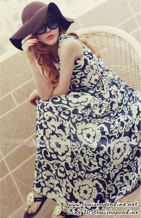 แมกซี่เดรสยาว ผ้าชีฟองเนื้อดี พื้นสีน้ำเงิน พิมพ์ลายดอกไม้สีขาว แขนกุด คอกลม จั๊มช่วงเอว