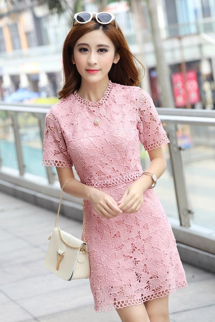 ชุดเดรสสวยๆ ผ้าถักโครเชต์ลายดอกไม้ สีชมพู ทรงตรง