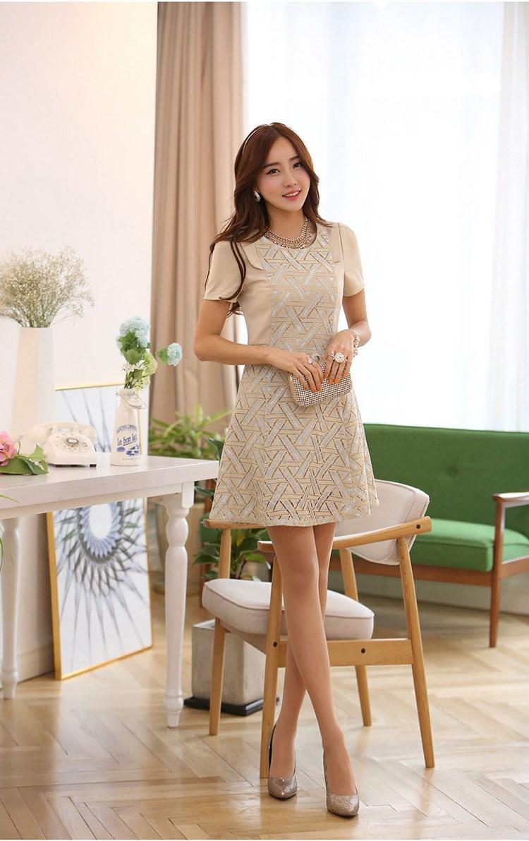 ชุดเดรสออกงาน Wei yu xiun ชุดเดรสสั้น ตัวเสื้อผ้าชีฟองชนิดหนา สีครีม ตัวกระโปรงทรงเอ ตัวชุด เย็บผสม ผ้าทอลายตามแบบ พร้อมส่ง