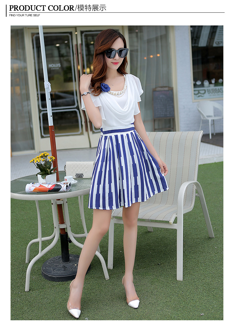 ชุดเดรสเกาหลี ตัวเสื้อผ้าชีฟองสีขาว แต่งคอถ่วง แขนเสื้อระบายเหมือนแบบ