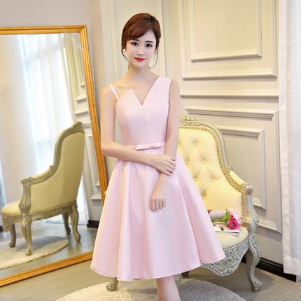 ชุดเดรสออกงาน สุดหรู ผ้าไหมเนื้อดีเงาสวย สีชมพู ดีไซน์สวย สายเดี่ยวบางข้างนึง อีกข้างนึงเป็นสายหนา