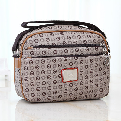 Pre-order กระเป๋าผู้หญิง สะพายข้าง Messenger วัยผู้สูงอายุ แฟชั่นสไตล์เกาหลี รหัส KO-826-4 สีครีม ลาย G