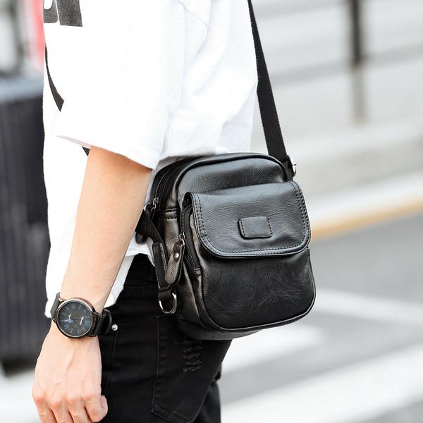 Pre-order กระเป๋าผู้ชายสะพายข้างใบเล็ก แฟชั่นเกาหลี รหัส Man-6405 สีดำ