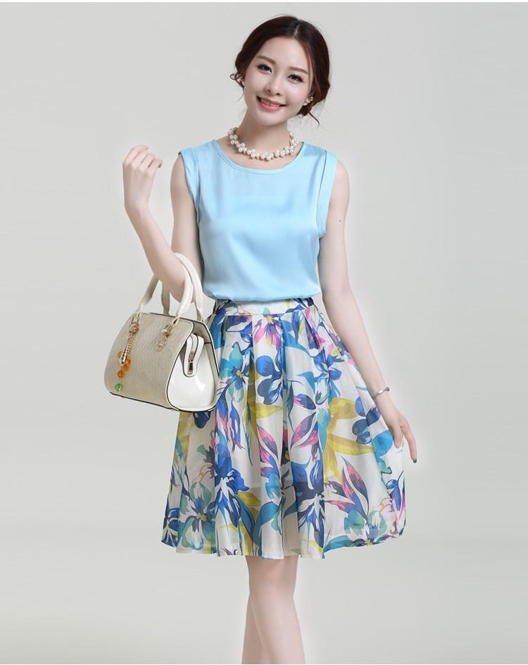 เสื้อผ้าแฟชั่น Set 2 ชิ้น/ เสื้อผ้าไหม เนื้อมันเงาสีฟ้า แขนกุด กระโปรงผ้าชีฟองชนิดด้าน พิมพ์ลายดอกไม้