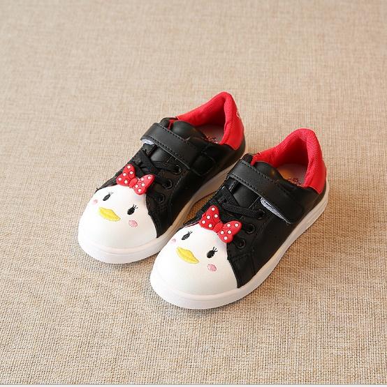 รองเท้าผ้าใบแบบแปะเมจิกเทป แต่งโบว์กับลายปักการ์ตูน สีดำ