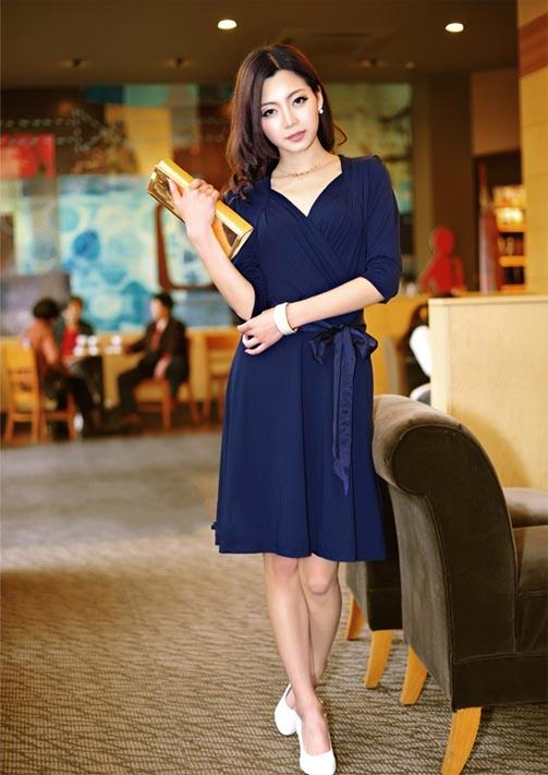 DRESS ชุดเดรสแฟชั่น คอวี เดรสแขนห้าส่วน เดรสใส่ไปทำงาน สีน้ำเงิน ผ้ายืด ใส่สบาย ดีไซด์เรียบเก๋ สามารถใส่ออกงานได้ น่ารัก thaishoponline