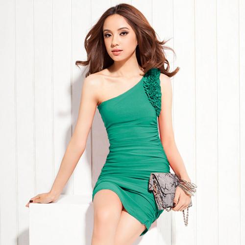 DRESS ชุดเดรสออกงาน เข้ารูป น่ารัก เปิดไหล่ แต่งระบายช่วงแขน สีเขียว ใส่ไปงานแต่งงาน สวยมากๆ ครับ thaishoponline (พร้อมส่ง)