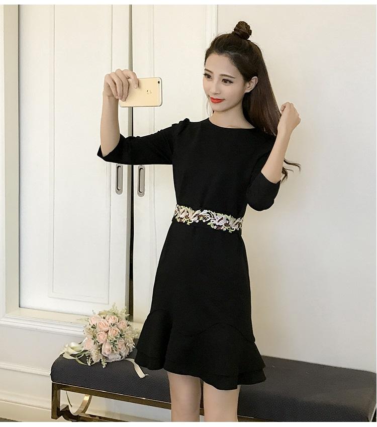 ชุดเดรสสีดำ ผ้าคอตตอนผสม spandex เนื้อนุ่มมาก แขนยาวสี่ส่วน