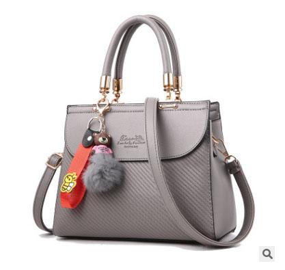 พร้อมส่ง กระเป๋าผู้หญิงถือ กระเป๋าผู้ใหญ่ถือออกงานแต่งปอมหมี รหัสYi-1063 สีเทา 1 ใบ