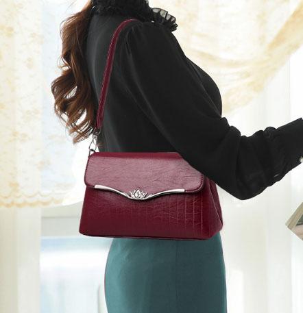 พร้อมส่ง กระเป๋าผู้หญิงใบเล็ก แฟชั่นสไตล์เกาหลี เรียบหรู Yi-1701 สีไวน์แดง 1 ใบ