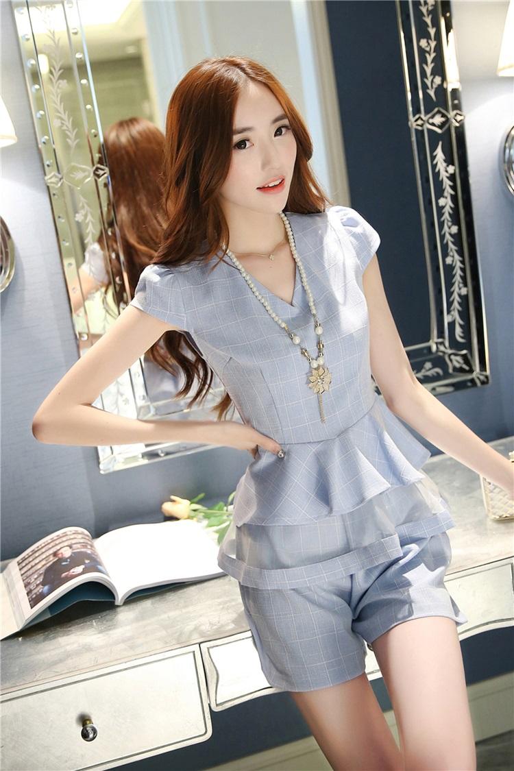 แฟชั่นเกาหลี set เสื้อ และกางเกง สีฟ้า พร้อมสร้อยคอสุดสวย