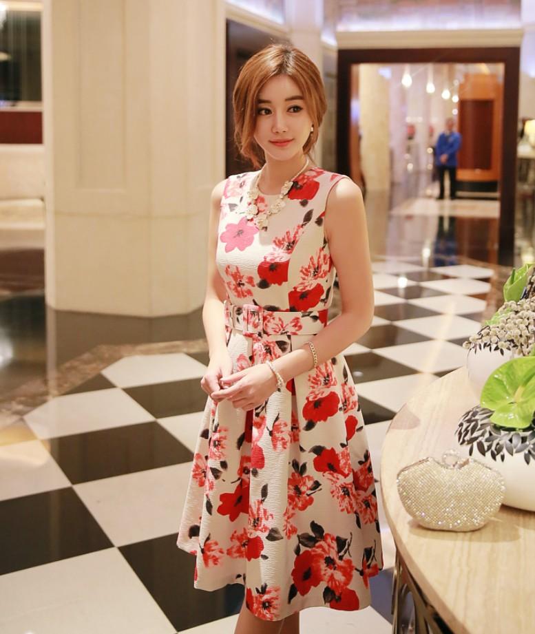 ชุดเดรสแขนกุด ผ้าชีฟอง ชนิดเนื้อย่นในตัว พิมพ์ลายดอกไม้โทน สีแดง