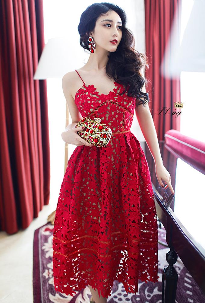 ชุดเดรสยาว ผ้าลูกไม้ ทอลายดอกไม้ทั้งตัว สีแดงเข้ม