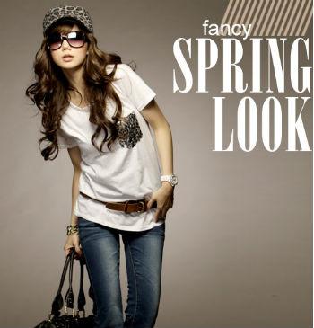 เสื้อผ้าแฟชั่น นำเข้า : fashion T-Shirt เสื้อยืดแฟชั่น คอกลมแขนสั้น สีขาว ตกแต่งกระเป๋าที่หน้าอก ใส่เที่ยว ชิวๆ