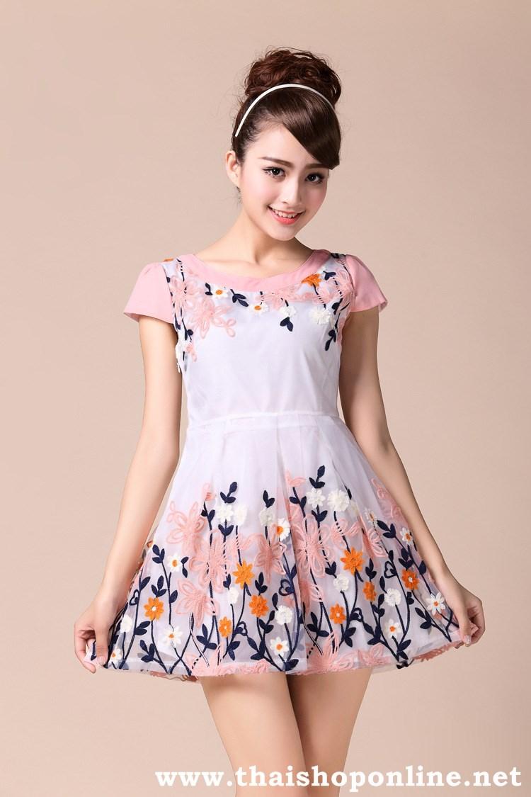 มินิเดรส หรือ เสื้อตัวยาว ผ้าOrganza (ผ้าไหมแก้ว) สีขาว ปักด้วยด้ายลายดอกไม้สวยมากๆ ครับ พร้อมส่ง