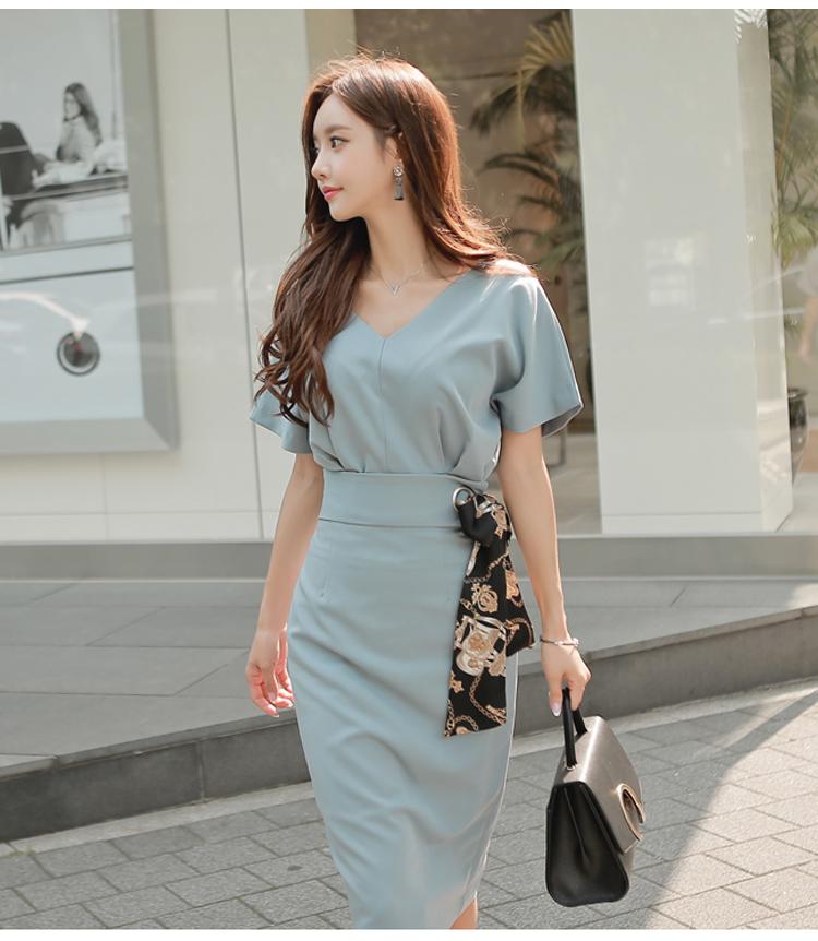 แฟชั่นเกาหลี set เสื้อและกระโปรงสวยมากๆ ผ้าโพลีเอสเตอร์ผสมสีฟ้า เสื้อไหล่บ่าล้ำ คอวี
