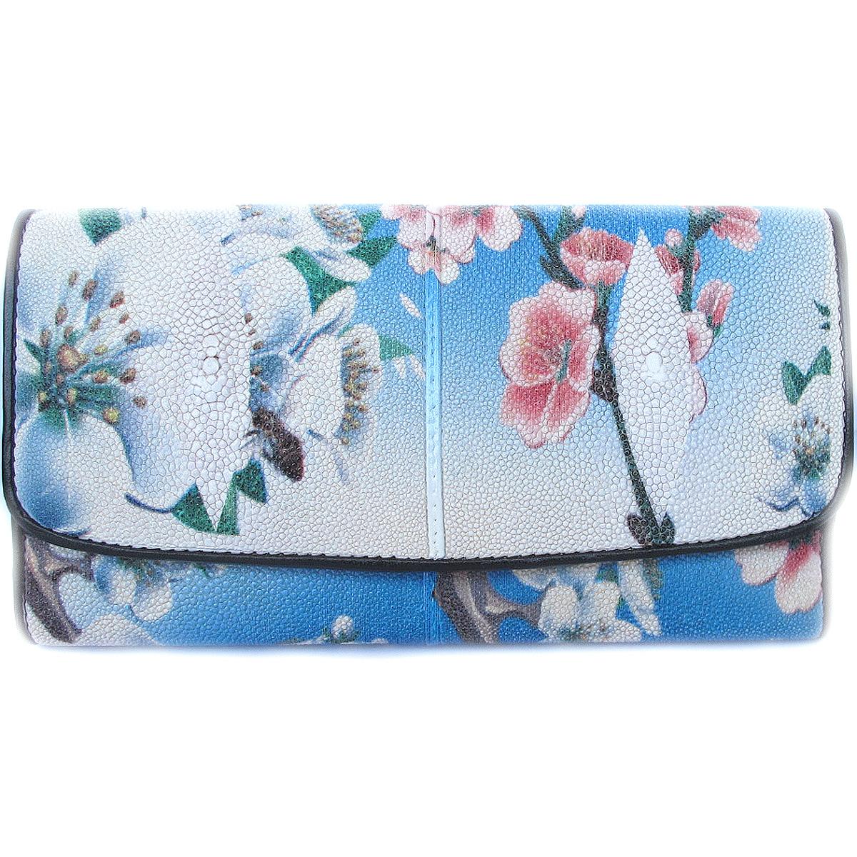 กระเป๋าสตางค์ปลากระเบน แบบ 3 พับ เม็ดใหญ่ ลาย ดอกไม้ และธรรมชาติ คุ้มค่า เพราะมีช่องใส่บัตรต่างๆ หลายช่อง Line id : 0853457150