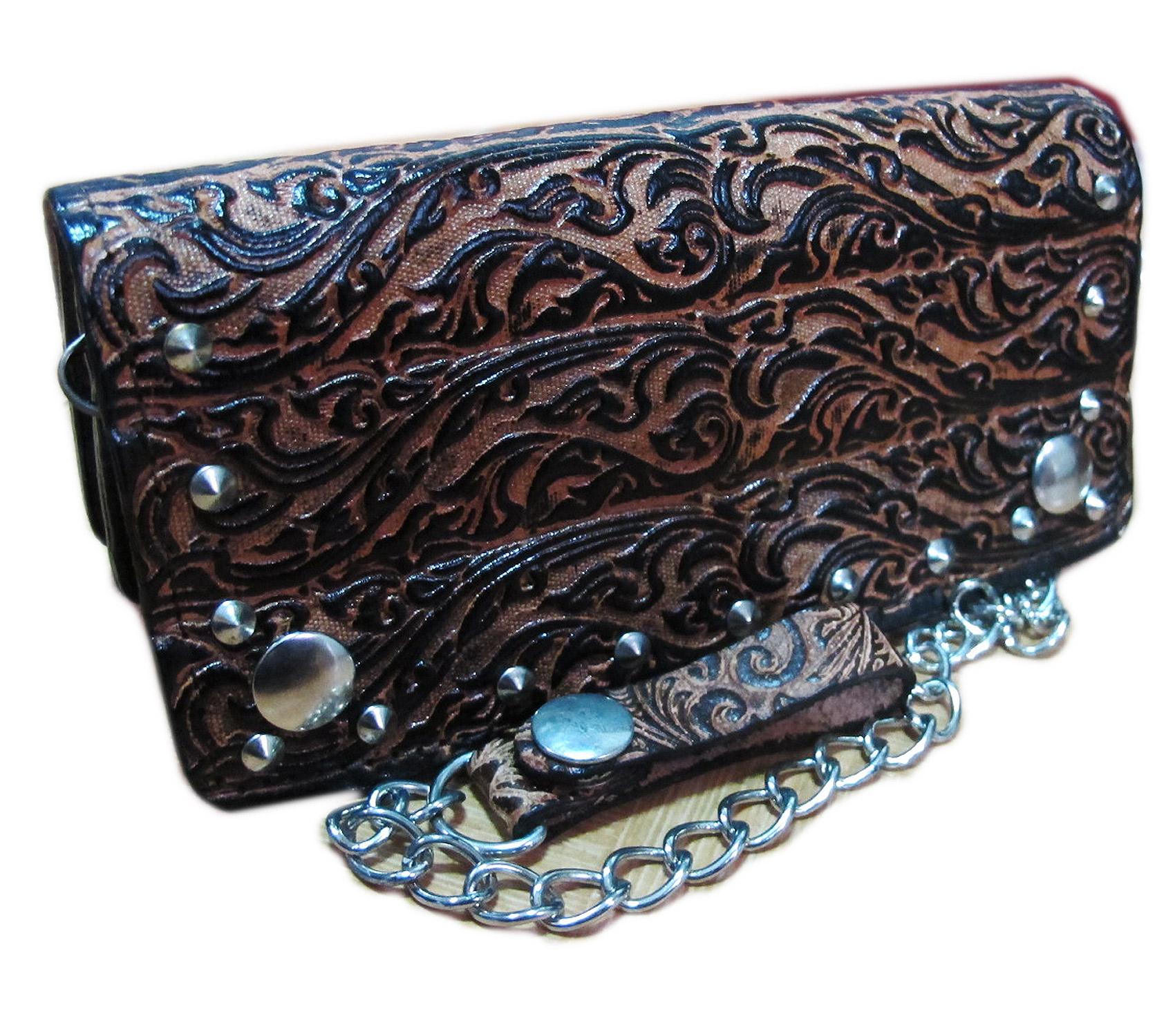 กระเป๋าสตางค์ยาว หนังวัวแท้ ลวดลาย กนก ประณีต สวยงาม เป็นกระเป๋าสตางค์แบบ 2 พับ พร้อมโซ่