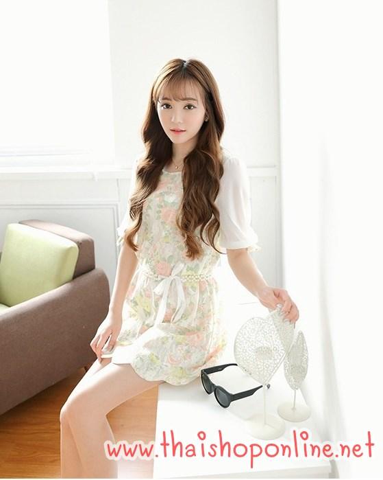 มินิเดรส หรือ เสื้อตัวยาว เสื้อผ้าแฟชั่นเกาหลี ผ้าลูกไม้สีครีม ลายดอกกุหลาบ มาพร้อมเข็มขัดมุกสีขาว พร้อมส่ง