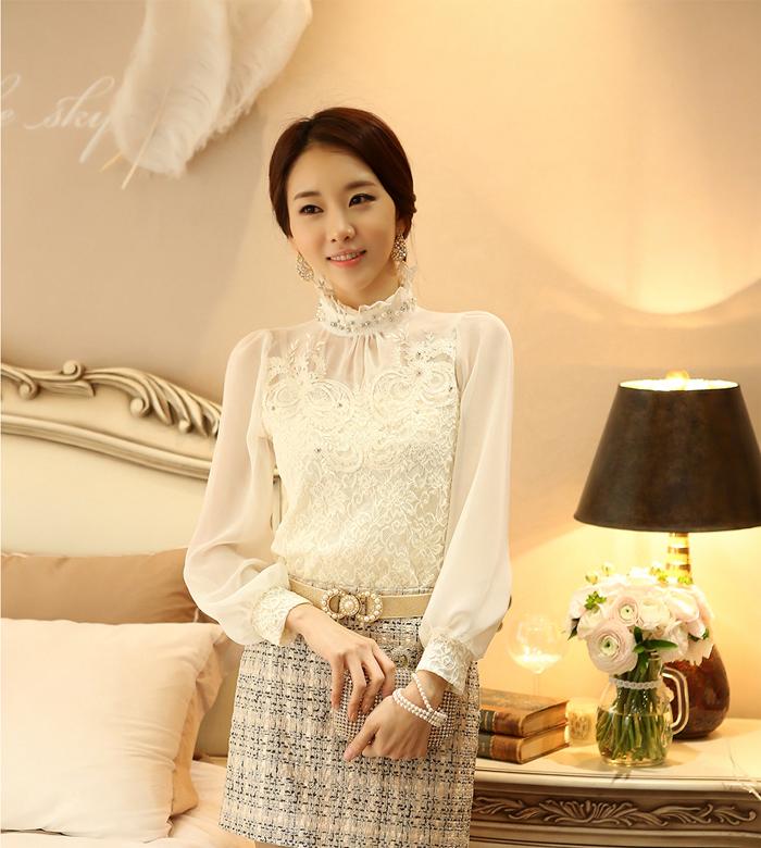 เสื้อผ้าลูกไม้ แฟชั่นเกาหลี สีขาว เนื้อนิ่ม ยืดหยุ่นได้ดีลายดอกไม้ แขนยาว สวยหรูครับ