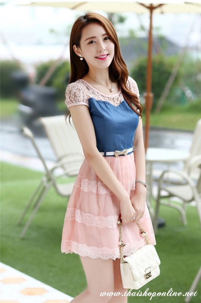 ชุดเดรสน่ารัก เดรสตัวเสื้อผ้ายีนส์ ช่วงอกและไหล่ ผ้าลูกไม้แบบนิ่มสีชมพู ยืดหยุ่นได้ดี กระโปรงผ้าไหมแก้วสีชมพู