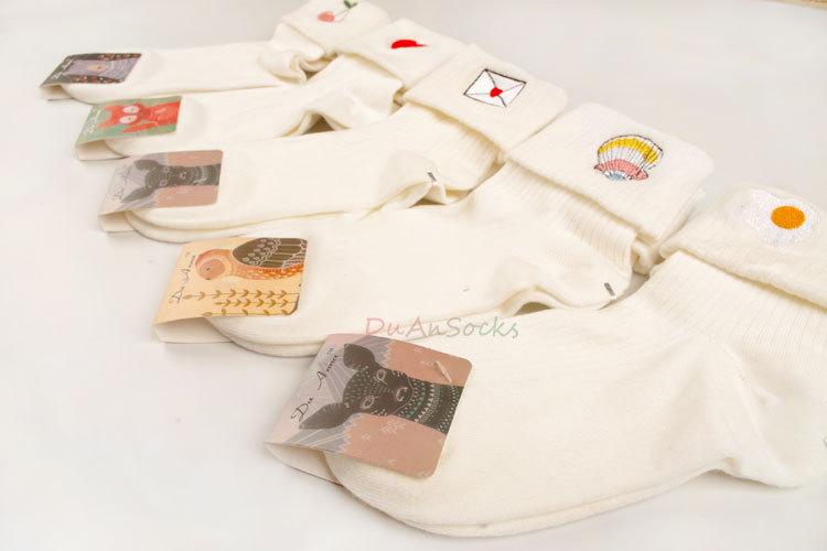 S528**พร้อมส่ง** (ปลีก+ส่ง) ถุงเท้าแฟชั่นเกาหลี พับข้อ แต่งลายปัก เนื้อดี งานนำเข้า(Made in china)