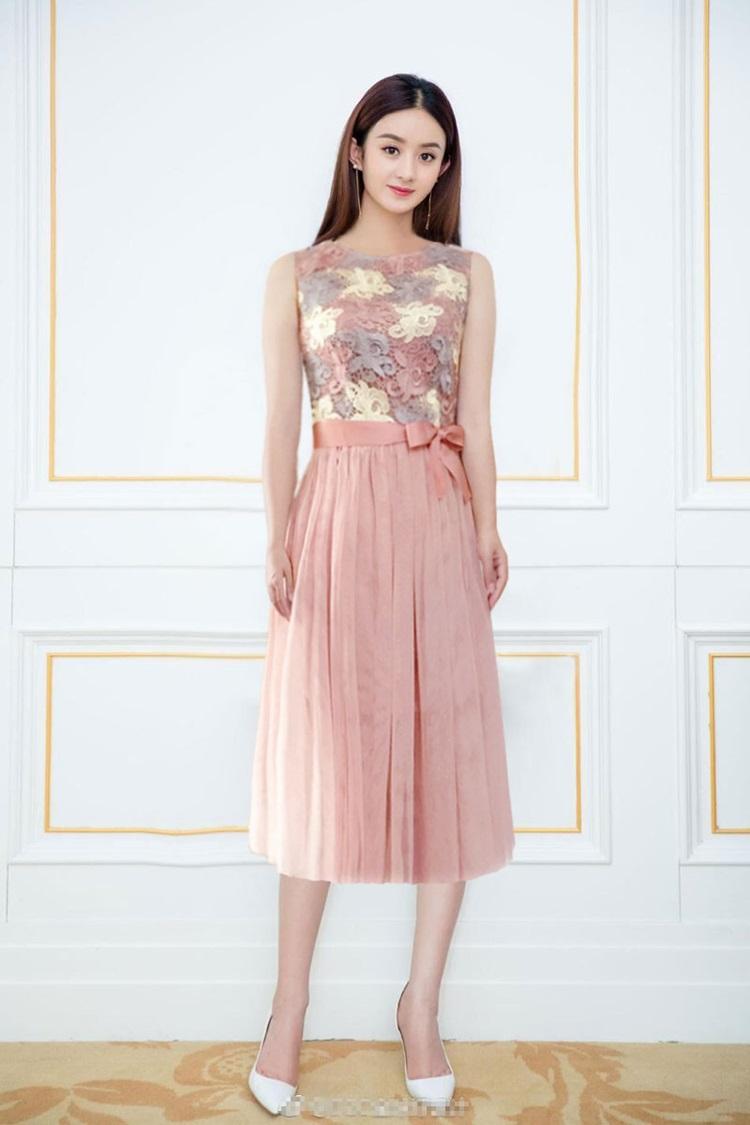 ชุดเดรสสวยๆ ตัวเสื้อผ้าถักโครเชต์ลายดอกไม้ 3 สี (เทา ครีม และชมพูกะปิ) แขนกุด