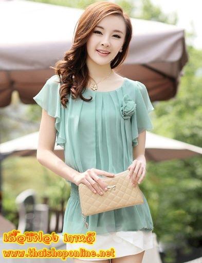 เสื้อทำงาน แฟชั่นเกาหลี เสื้อชีฟองแฟชั่น สีเขียวอมฟ้าคราม คอกลม แขนกุด แต่งดอกไม้ เอวยืด ปล่อยชายเสื้อเป็นระบาย ผ้าซีฟอง มีซับใน ใส่เป็นชุดทำงาน สวยมากๆครับ (พร้อมส่ง)