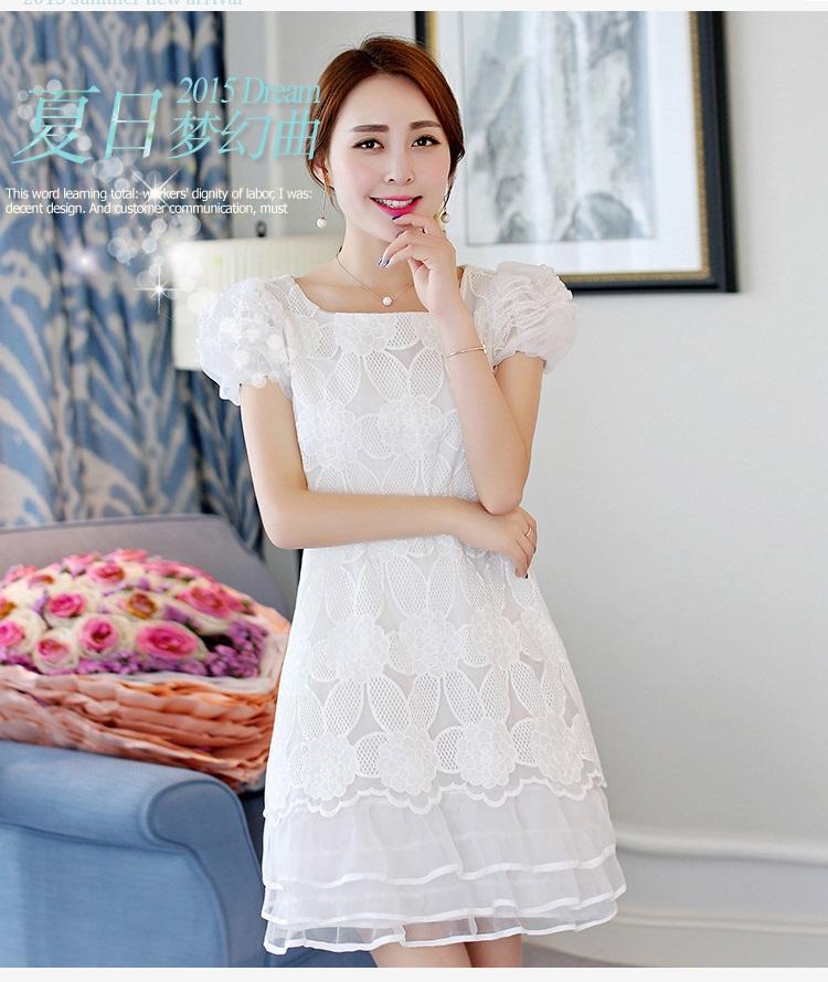 ชุดเดรสผ้าไหมแก้ว สีขาว ปักลายดอกไม้ขนาดใหญ่ แขนตุ๊กตา