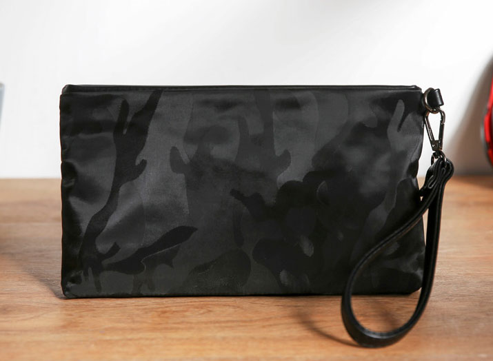 Pre-order ขายส่ง กระเป๋าคลัทซ์ใบเล็ก มีสายคล้องมือ ชุดเดินทางผู้ชายแฟชั่นเกาหลี รหัส Man-9608 ลายอำพรางสีดำ