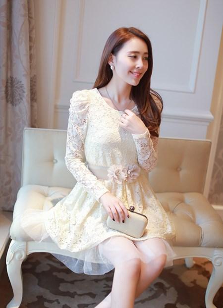 ชุดเดรส Brand Dowisi ชุดเดรสสั้น ตัวเสื้อผ้าถักลายดอกไม้สีชมพู คอเสื้อประดับมุก กระโปรงผ้าโปร่งปักดิ้นลายดอกไม้ (พร้อมส่ง)