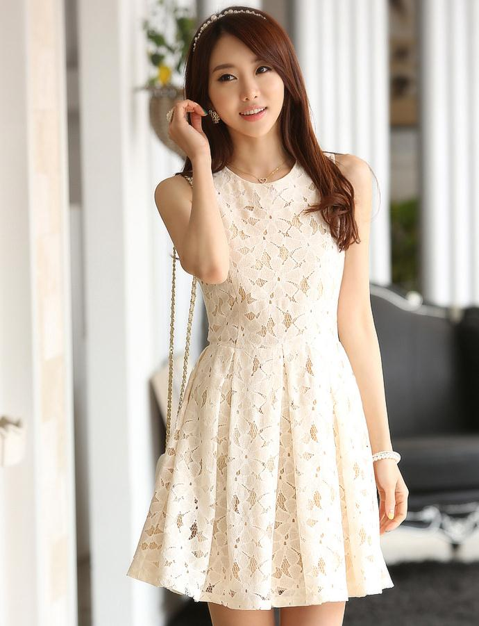 ชุดเดรสสั้น แฟชั่นเกาหลี ชุดเดรสลูกไม้ สีขาว คอกลม แขนกุด กระโปรงจับจีบทวิต ซิปหลัง มีซับในทั้งตัว เนื้อผ้าดี สวยมากๆ พร้อมส่ง