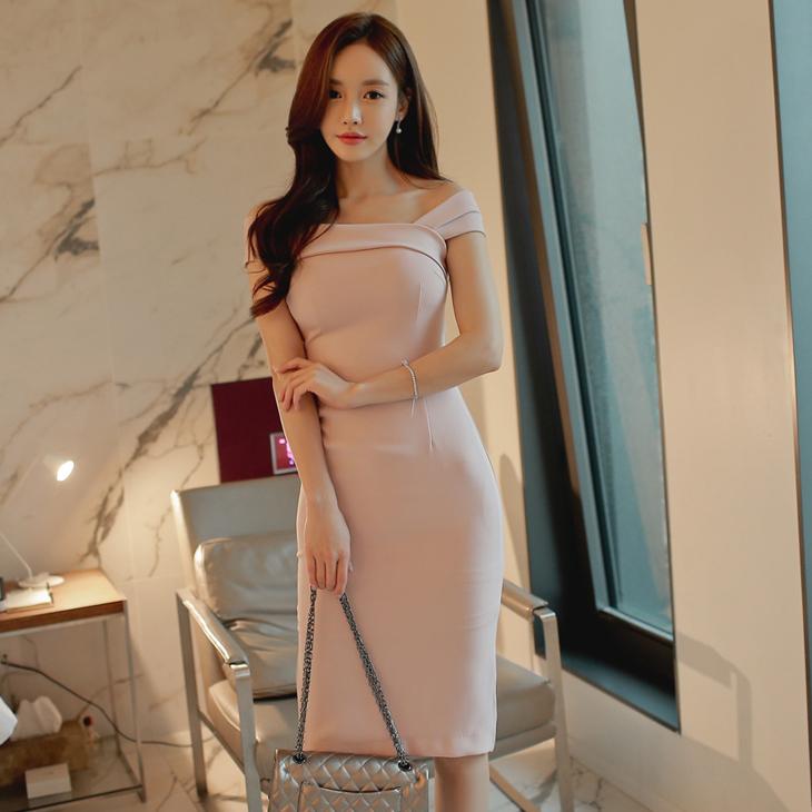 ชุดเดรสเกาหลี ผ้าคอตตอนผสม spandex ยืดหยุ่นได้ สีชมพูนู้ด แขนข้างนึงเป็นแถบสายเดี่ยว อีกข้างเปิดไหล่