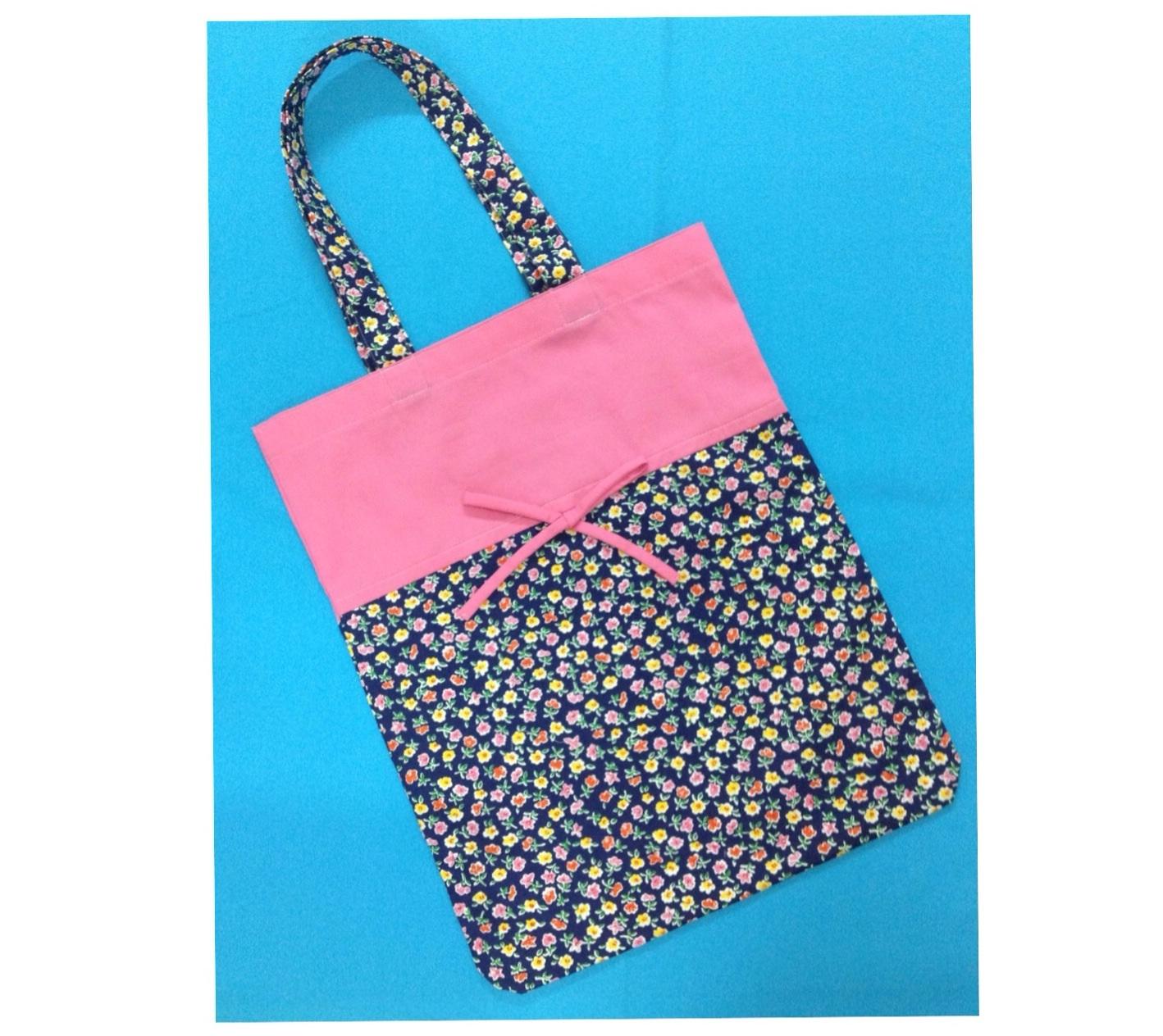 กระเป๋าผ้าTote bag สีชมพู + ลายดอกไม้บนพื้นสีกรมท่า
