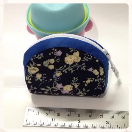 กระเป๋าผ้าใส่เหรียญ สีกรมท่า ลายดอก กุ๊นสีน้ำเงิน